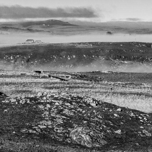 Aubrac, France, burons au petit matin sur les monts d'Aubrac