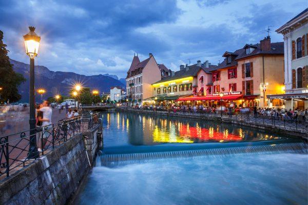 Annecy, Alpes, French Alps, canal de la vieille ville, heure bleue