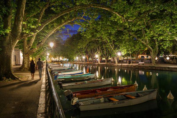 Annecy, Alpes, French Alps, canal de Vasse, vieille ville, heure bleue