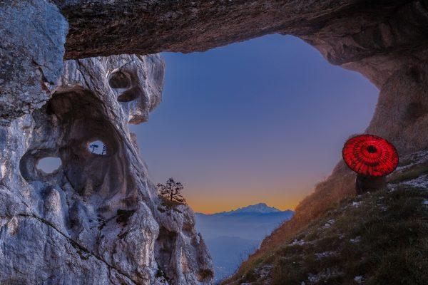 Chartreuse, Alpes, Ombrelle rouge, La Grande Arche, La Tour Perçée de l'Aulp du Seuil, ou Tour Isabelle, et le Mont Blanc