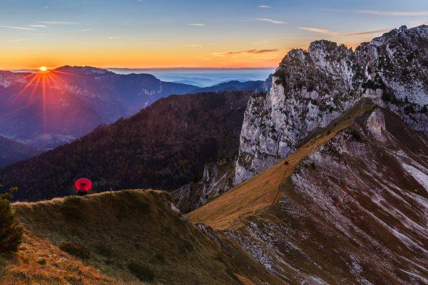 Chartreuse, Alpes, Ombrelle rouge, Col de Bellefont au coucher du soleil