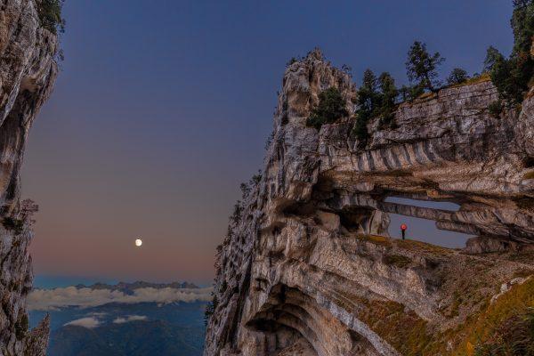 Chartreuse, Alpes, Ombrelle rouge, La Grande Arche, La Tour Perçée de l'Aulp du Seuil, ou Tour Isabelle