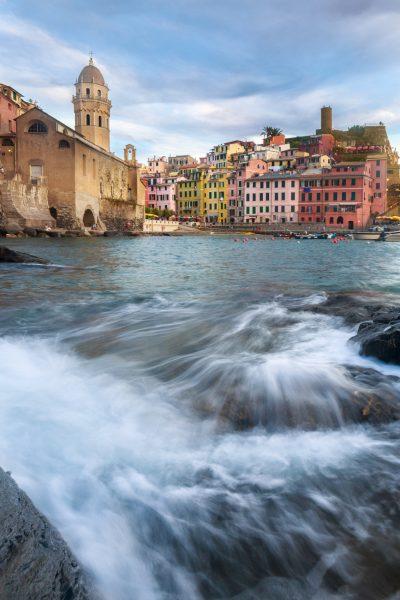 Stage photo Cinque Terre, Italie, Ligurie, jeu de vagues sur Vernazza