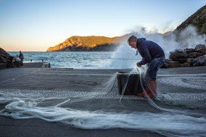 Stage photo Cinque Terre, Italie, Ligurie, pêcheur à Vernazza
