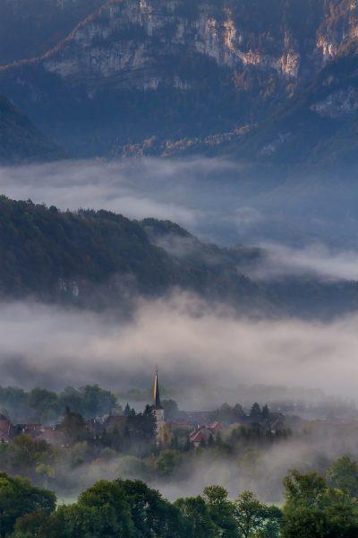 Alps, Isère, Chartreuse, brume, clocjer de St-Christophe sur Guiers