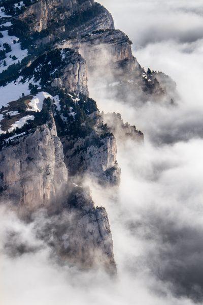 Alps, Isère, Chartreuse, brumes sur les falaises de l'Aulp du Seuil