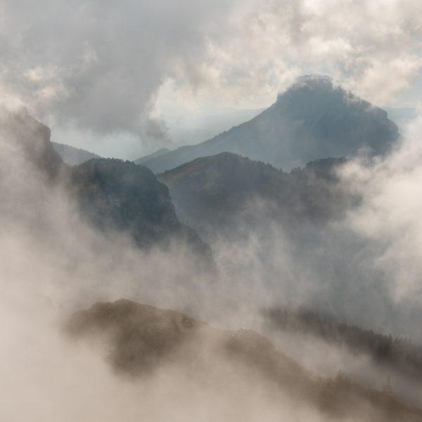 Alpes, Isère, Chartreuse, brumes sur Chamechaude