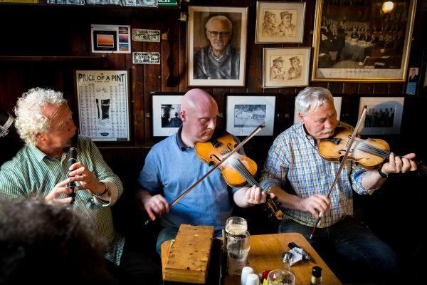Irlande, conté de Clare, musique live dans un pub à Doolin