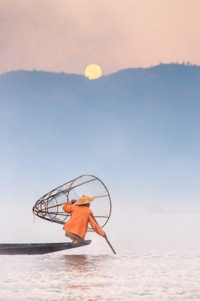 Myanmar, Birmanie, lac Inle, pêcheur et pleine lune (2)