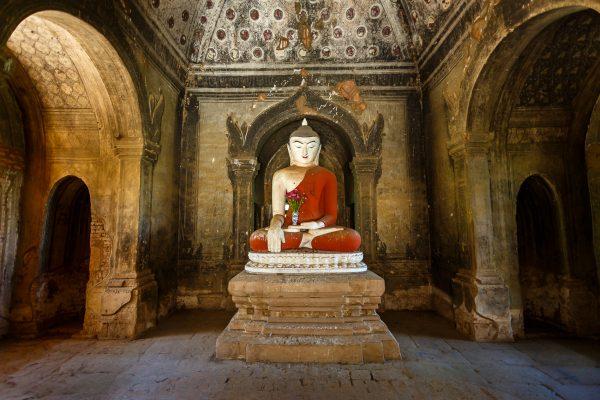 Myanmar, Birmanie, Bagan, Bouddah dans une pagode