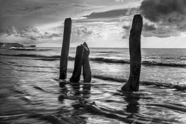plage de Charente Maritime avec carrelet au loin