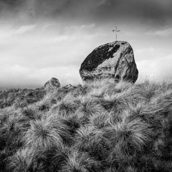 Aubrac, noir et blanc, paysage, croix, Lozère, Aveyron, Cantal