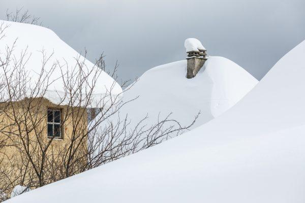 Maisons sous la neige, Isère, Savoie, hiver, Chartreuse