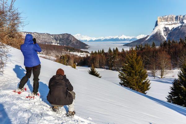 Randonnée en raquettes pendant un Stage photo en hiver en Chartreuse, Isère, Savoie