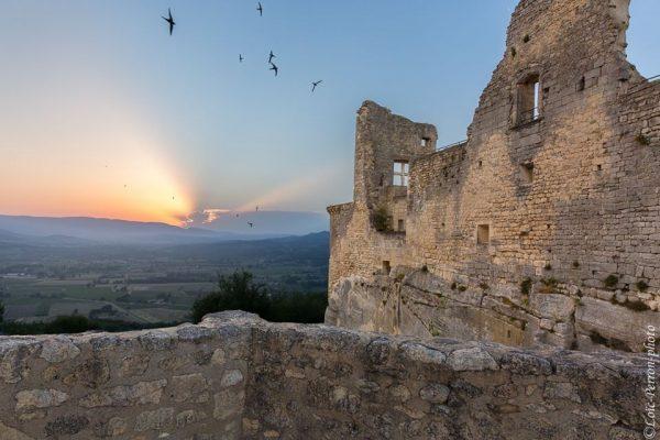Village médiéval en Lubéron, stage photo en Provence