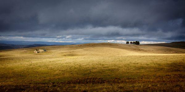 paysage d'automne en Aubrac avec buron, stage photo aubrac