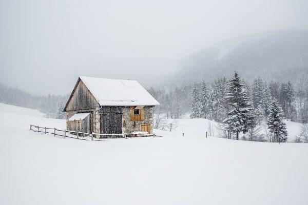chalet isolé dans la neige, stage photo Chartreuse en hiver
