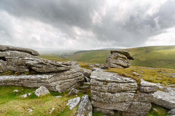 paysage typique du Dartmmor, parc national du Dartmoor, Angleterre