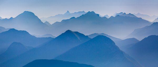 sommets au lever du jour depuis les hauts plateaux de Chartreuse