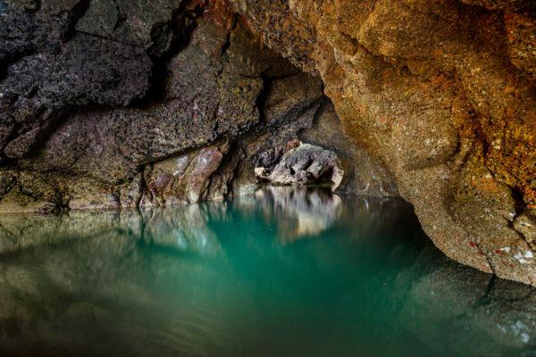 Grotte marine sur la presqu'île de Crozon, Bretagne