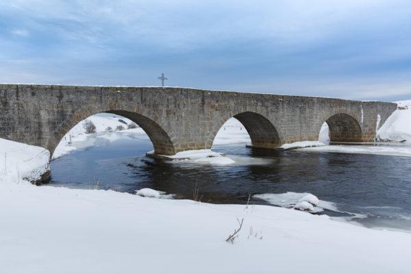 pont du Bès, plateau de l'Aubrac en hiver